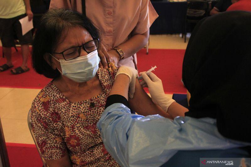 Luhut: Vaksinasi lansia dikebut jelang Natal-Tahun Baru thumbnail