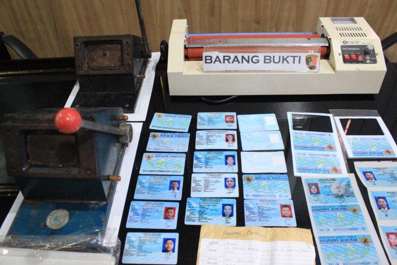 Polres Pelabuhan Tanjung Priok bekuk pelaku pemalsuan KTP elektronik