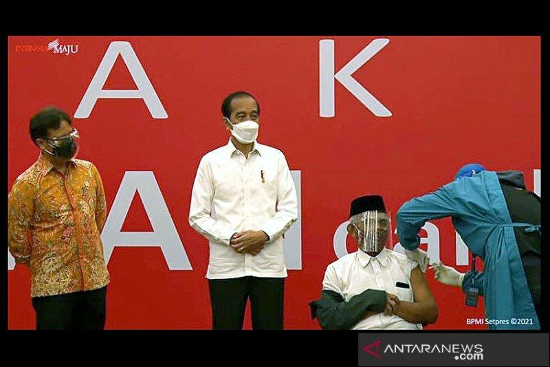 Presiden tinjau pelaksanaan vaksinasi massal di Bogor