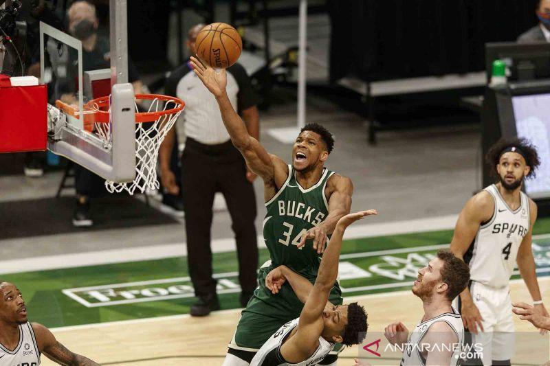 Bucks bukukan 22 tripoin saat kalahkan Miami Heat