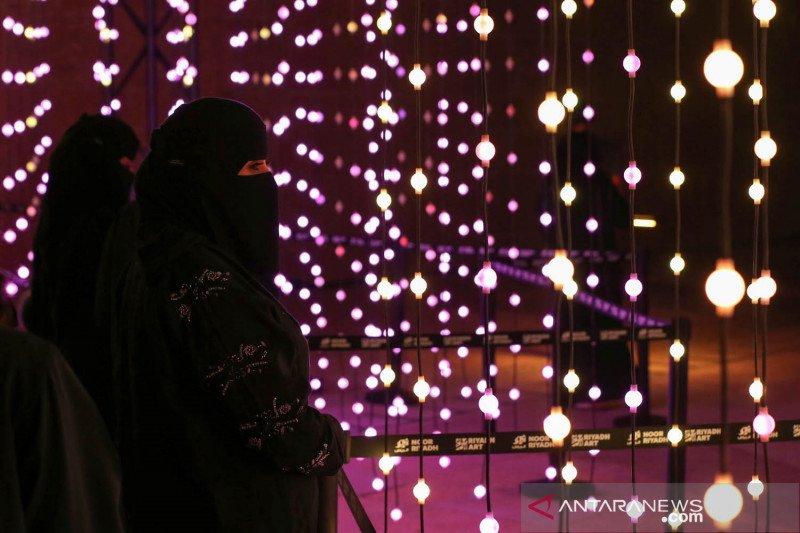 Warga Arab Saudi nikmati festival cahaya Noor Riyadh