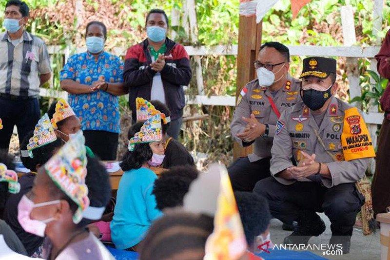Program Pi Ajar Polri berikan pendidikan generasi muda Papua