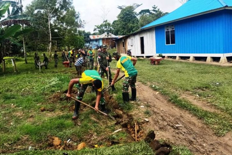 TNI-warga Kobakma-Mamberamo Tengah bangun gorong-gorong cegah banjir