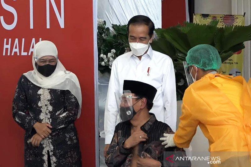 Presiden saksikan vaksinasi di Jombang berjalan baik