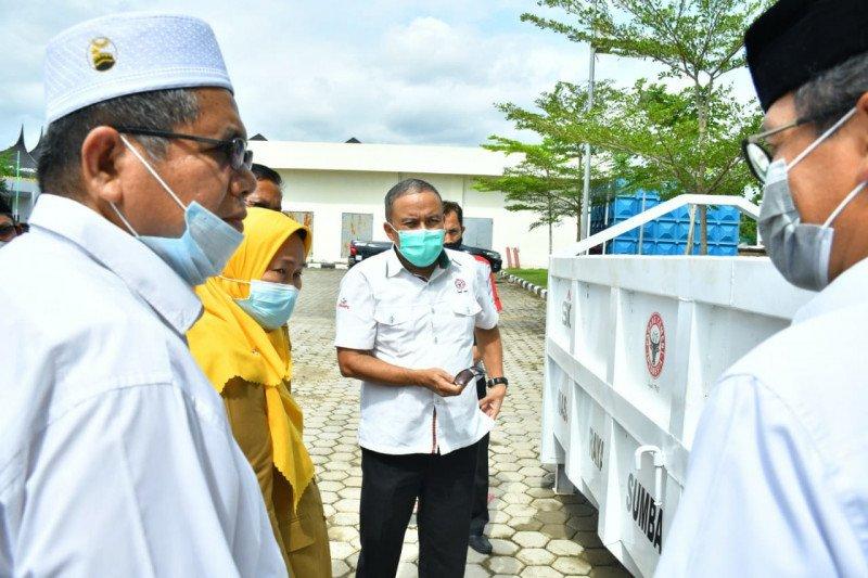 Semen Padang bantu Masjid Raya Sumbar kontainer bak sampah