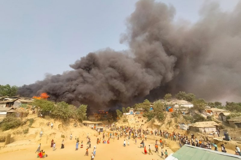 Bangladesh selidiki kebakaran maut kamp Rohingya