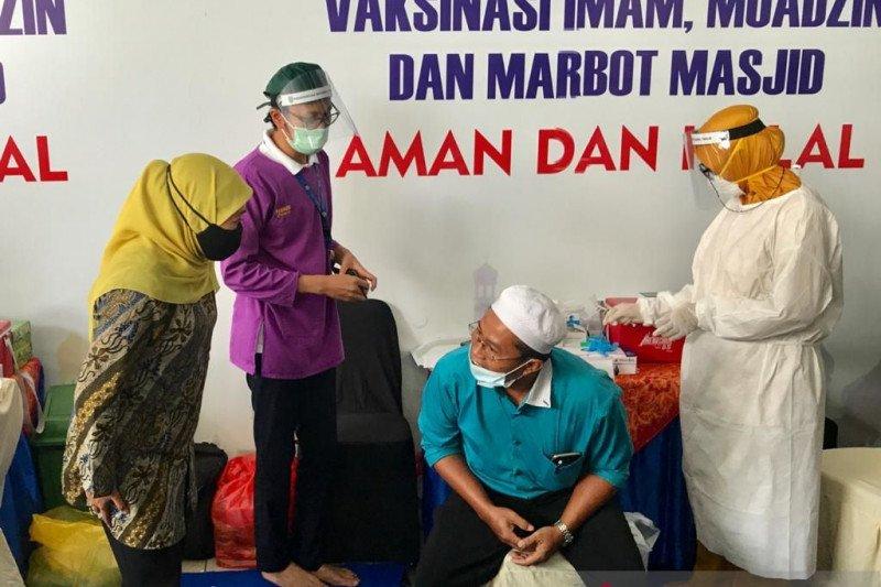 Khofifah ingatkan bupati/wali kota fasilitasi vaksinasi petugas masjid
