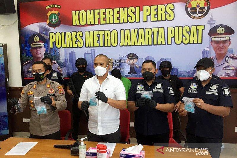 Polres Jakarta Pusat bekuk kurir 944 butir ekstasi