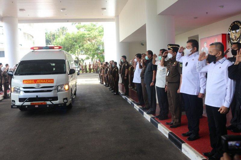 Jenazah mantan Jaksa Agung Basrief Arief dimakamkan di TMP Kalibata
