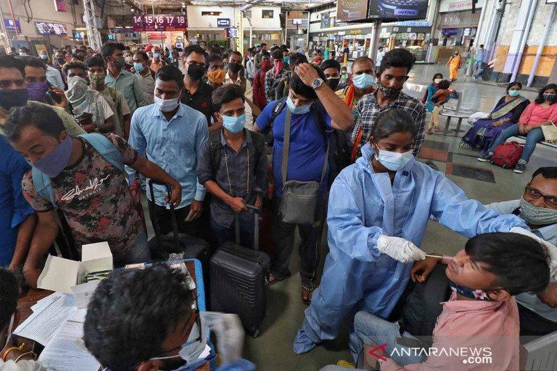 Kampanye pengujian tes usap Antigen di Mumbai