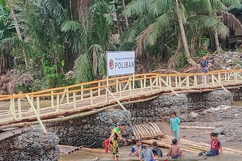 Poliban bangun jembatan darurat di wilayah banjir HST