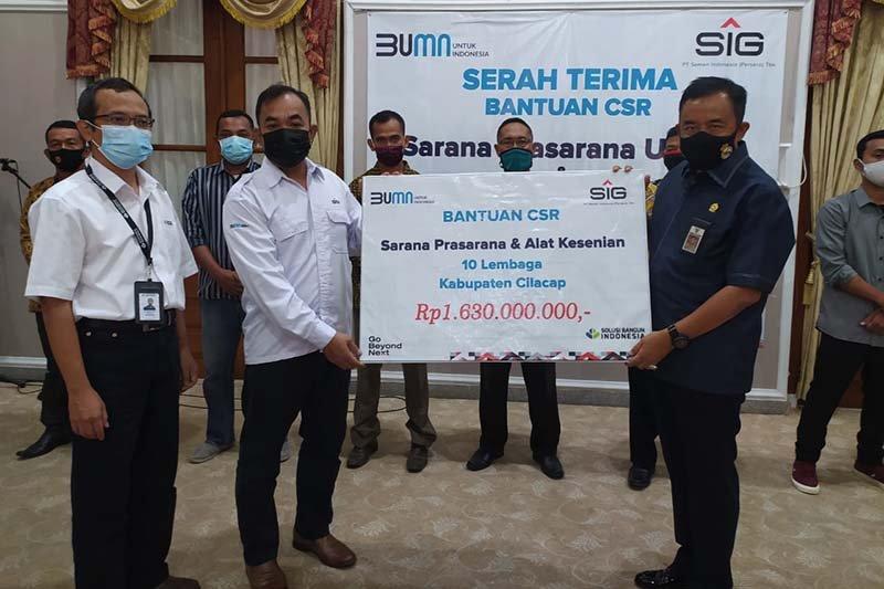 Semen Indonesia salurkan bantuan pembangunan infrastruktur di Cilacap
