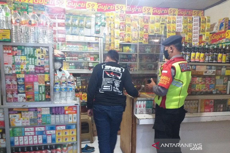 Jelang Ramadan, polisi mulai razia toko minuman keras di Bandung