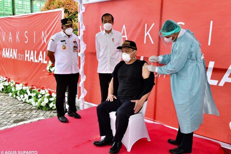 Presiden Jokowi tinjau vaksinasi COVID-19 di Maluku Tengah