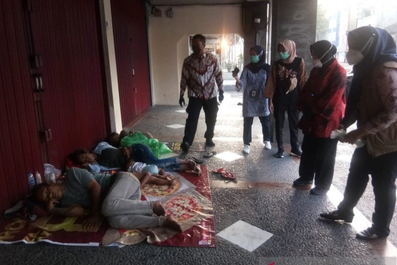 Mensos ajak gelandangan di Grogol untuk dibina di Balai Mulya Jaya