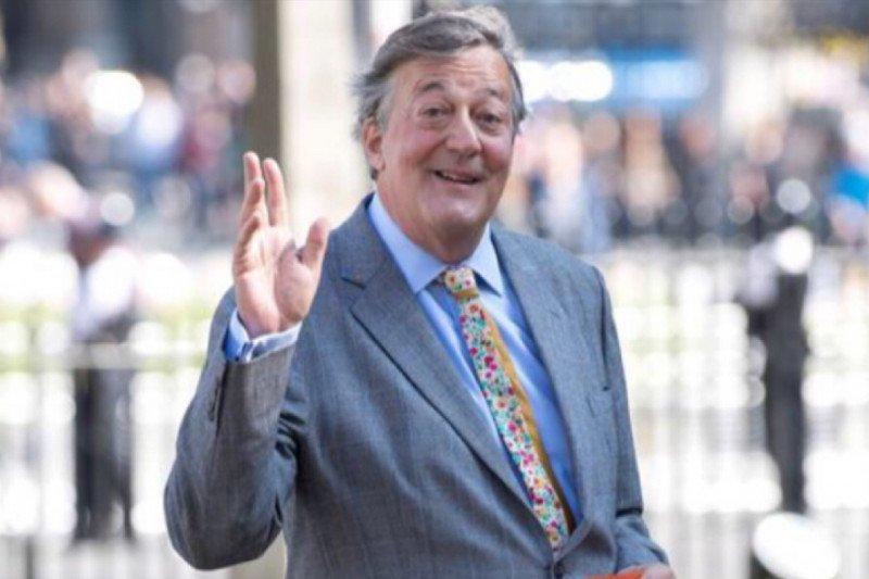 Warganet minta maaf, Stephen Fry dikira juri All England