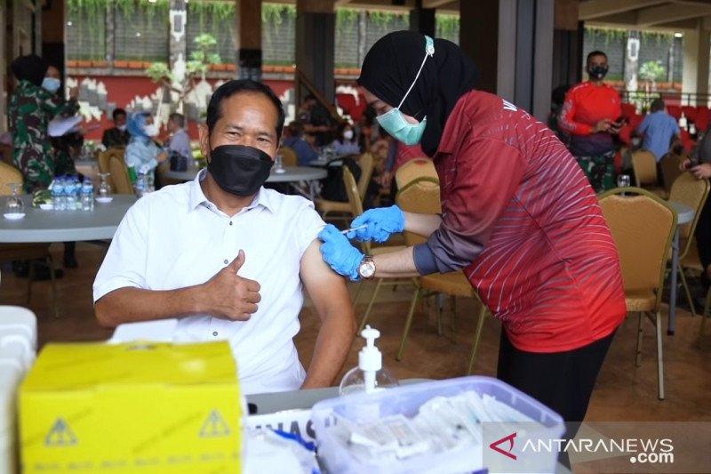TNI AD vaksinasi COVID-19 bagi purnawirawan dan warakawuri