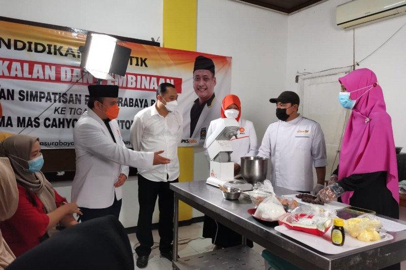 Produk UMKM di Surabaya siap dipasarkan Content Creator Academy
