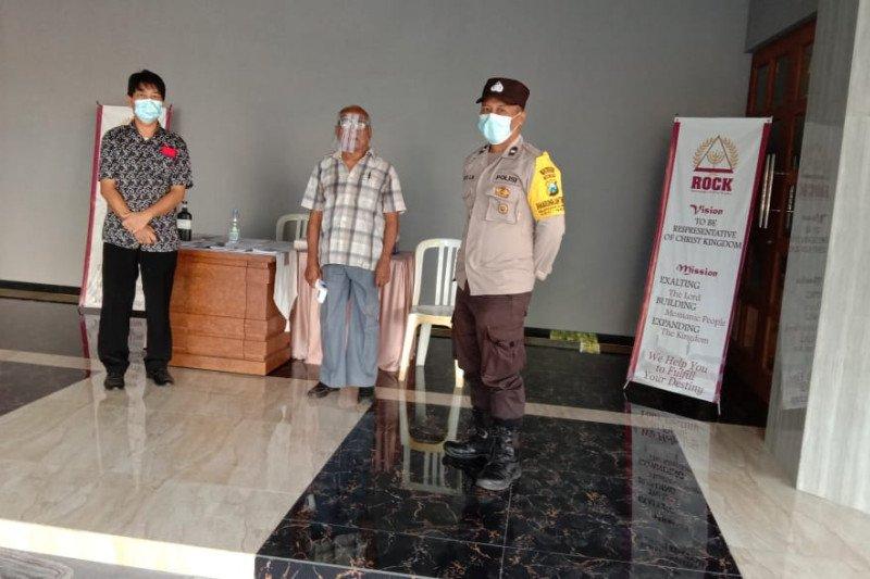 Polisi Gresik lakukan sterisilasi pengunjung kebaktian di Gereja