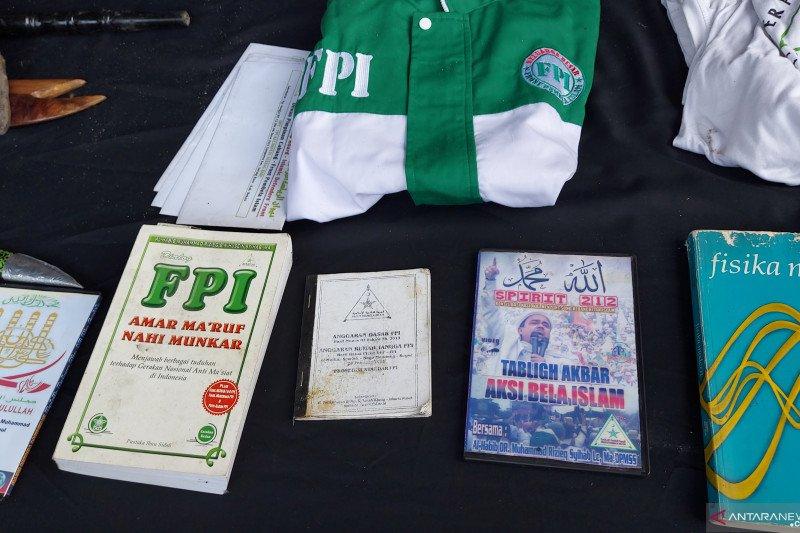 Polisi temukan atribut FPI saat geledah rumah tersangka teroris