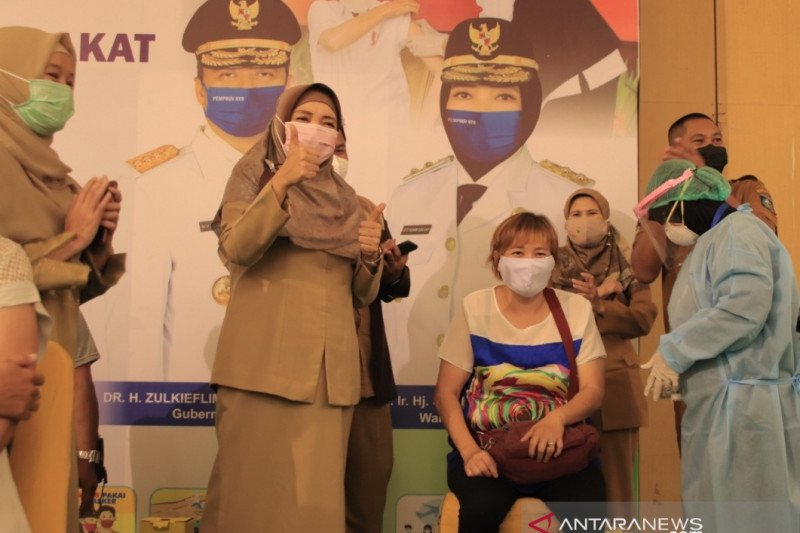 1.400 tokoh agama-masyarakat NTB jalani vaksinasi COVID-19 di masjid