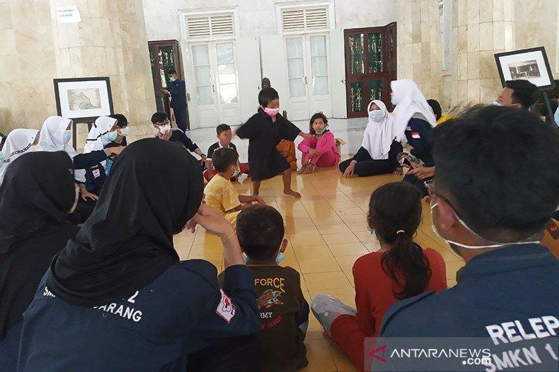Polda bantu evakuasi warga sekitar kilang minyak Balongan Indramayu