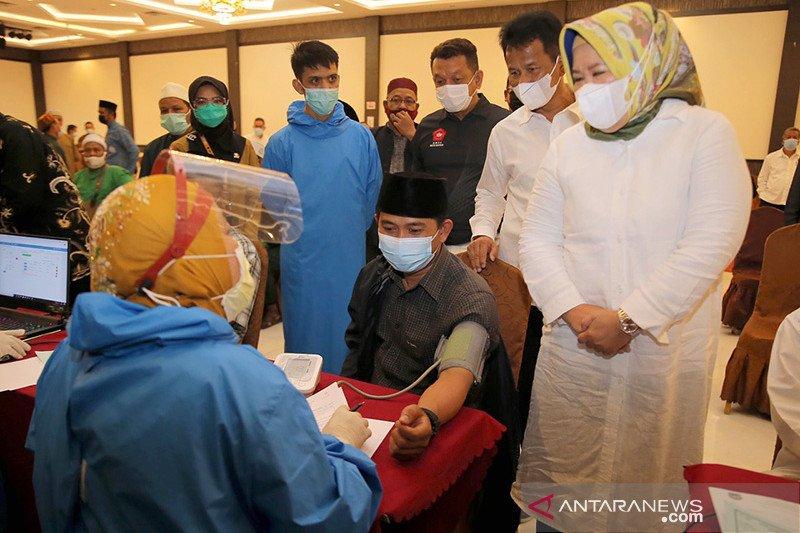1.760 imam masjid dan mubalig di Batam jalani vaksinasi COVID-19