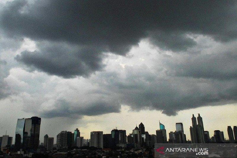 Sebagian Jakarta berpotensi hujan ringan pada siang hari