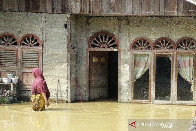 Banjir setinggi satu meter rendam 14 desa di Aceh Barat