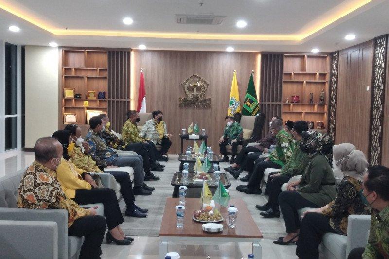Suharso Monoarfa bertemu Airlangga di kantor DPP Golkar