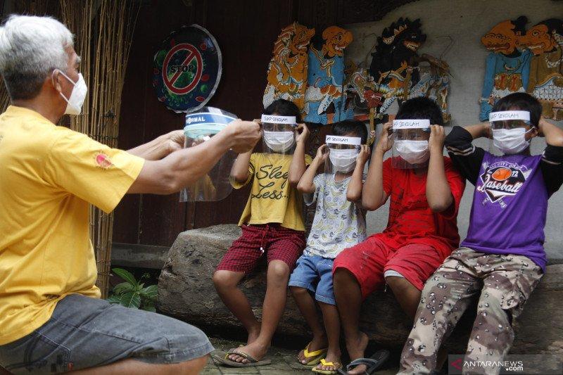 Ganjar wajibkan sekolah pelaksana PTM lapor tiap hari