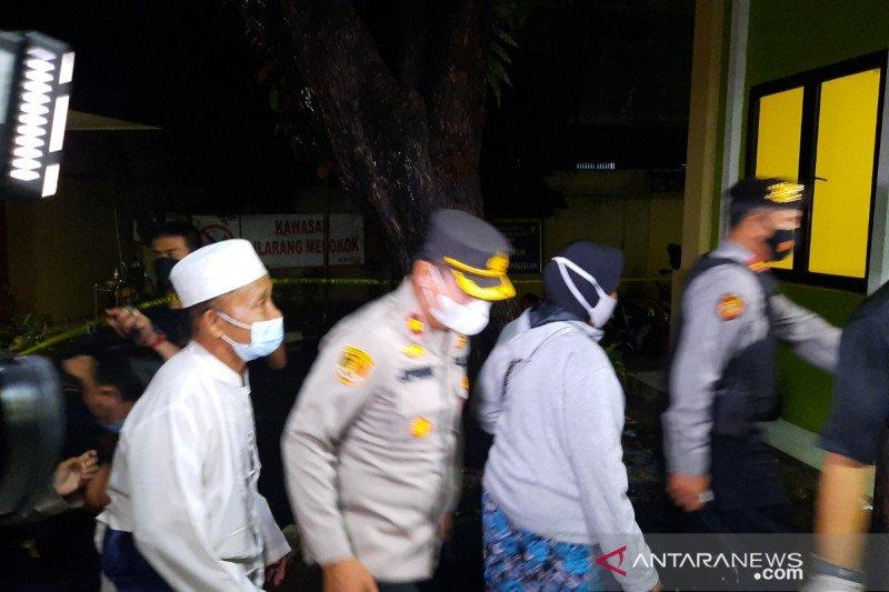 Keluarga jenazah terduga teroris datangi RS Polri Kramat Jati