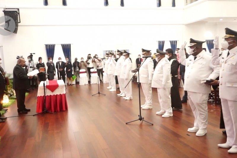 Lantik 4 bupati, Gubernur Papua minta gunakan dana Otsus dengan tepat