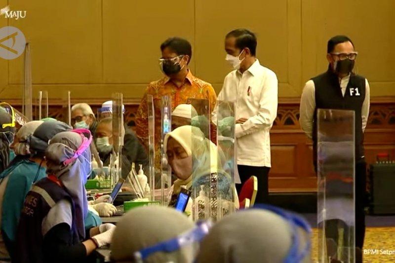 Presiden Jokowi tinjau vaksinasi massal COVID-19 di Kota Bogor