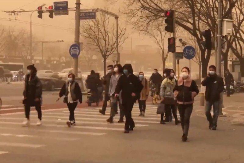 Badai pasir dari Mongolia Dalam selimuti Kota Beijing