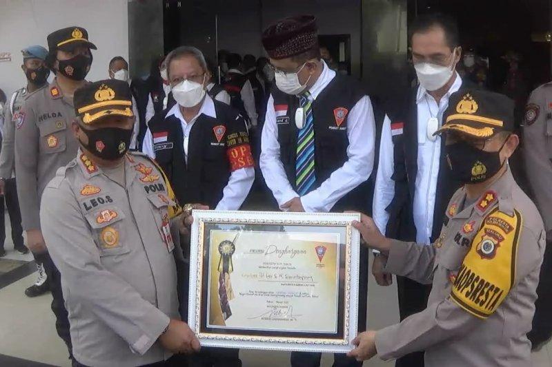 Pemkot Ambon berikan penghargaan untuk Polresta Ambon
