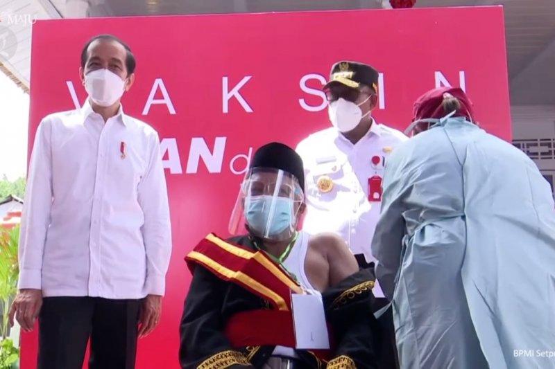 Presiden targetkan vaksinasi bagi 70% pendudukrampung tahun ini