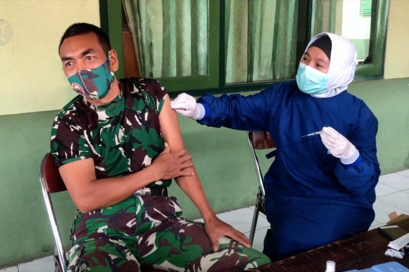 Ratusan anggota Kodim 0710 Pekalongan jalani vaksinasi COVID-19