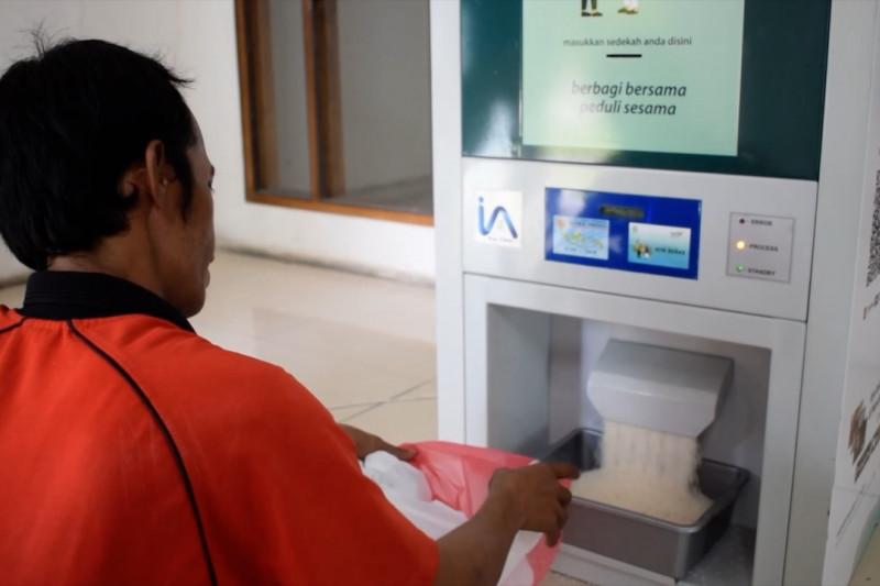 ATM beras Masjid Nurul Iman Padang, sedekah tanpa membuat keramaian