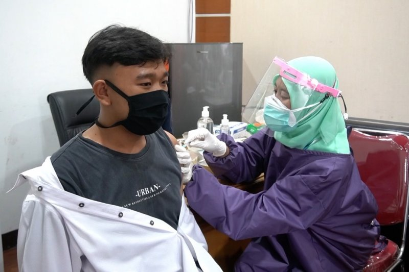 Hindari kedaluwarsa, vaksinasi terus dilakukan saat bulan puasa