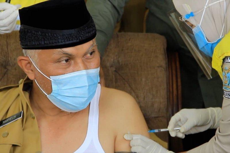 Jumlah vaksin kurang, baru 5.229 orang di Sumbar ikut vaksinasi tahap 2