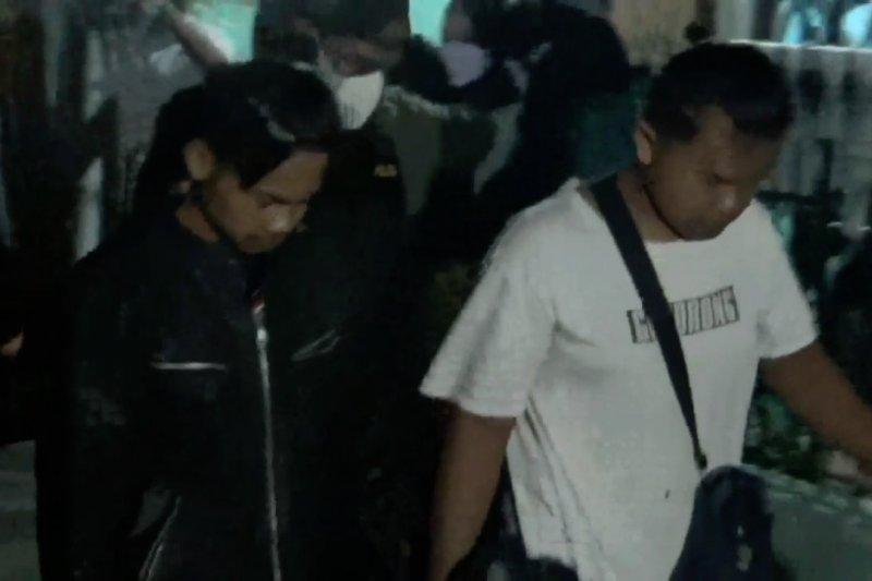 Kembangkan kasus terorisme, Densus 88 amankan dua orang di Bandung