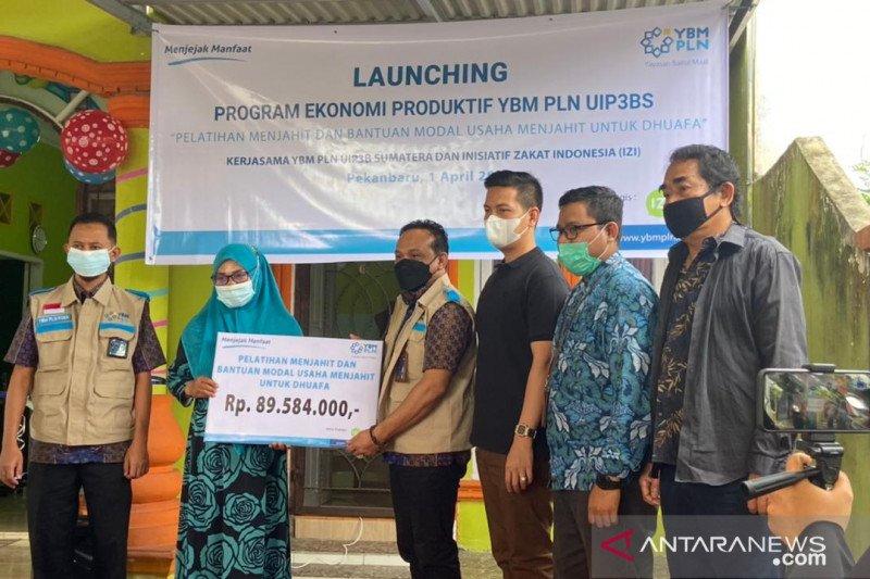 Digandeng YBM PLN P3BS, IZI Riau latih perempuan menjahit