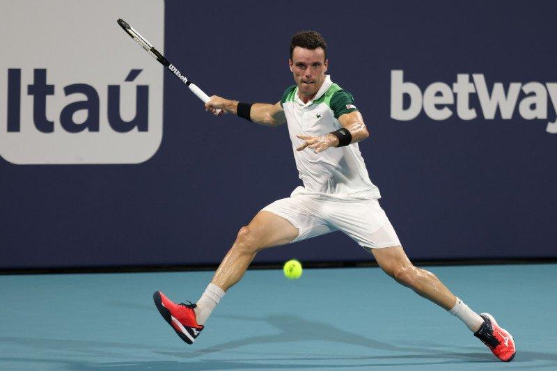 Bautista Agut singkirkan Medvedev pada perempat final Miami Open
