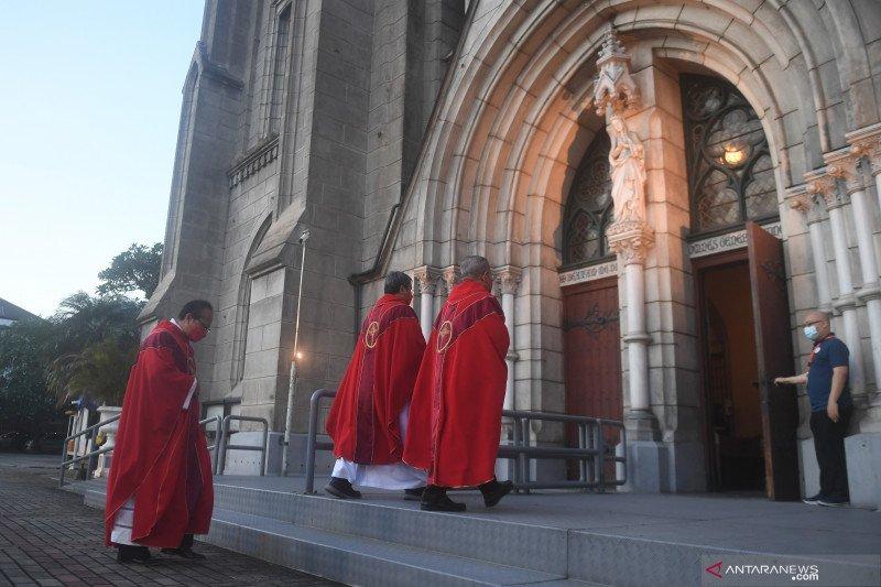 Kemarin, ibadah Jumat Agung hingga ASN diimbau tak bepergian