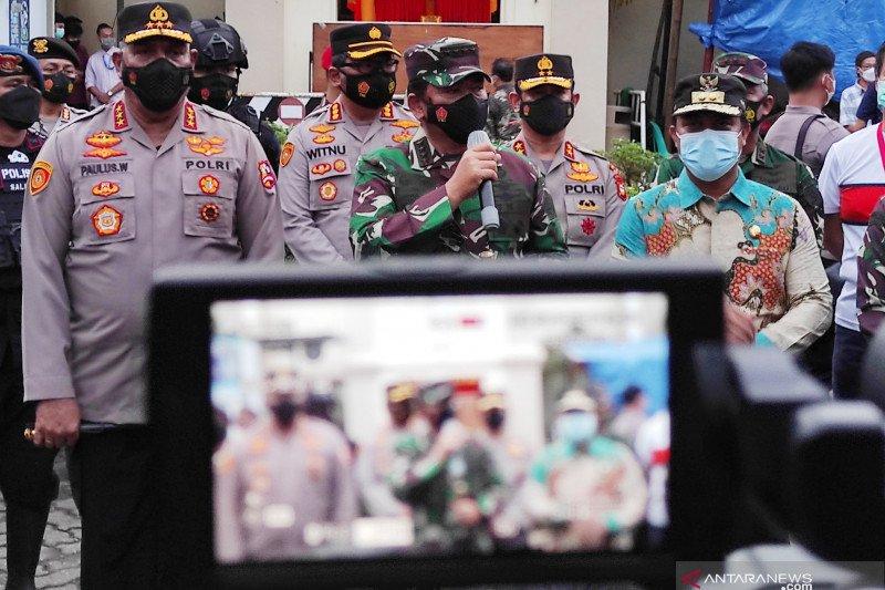 Panglima TNI tinjau kebaktian dan misa Jumat Agung Paskah di Makassar