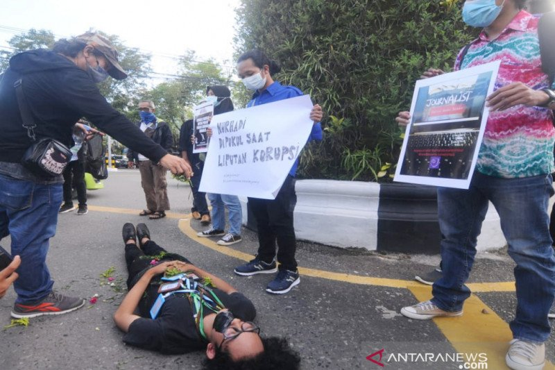 Wartawan di Kalsel aksi solidaritas menolak kekerasan jurnalis
