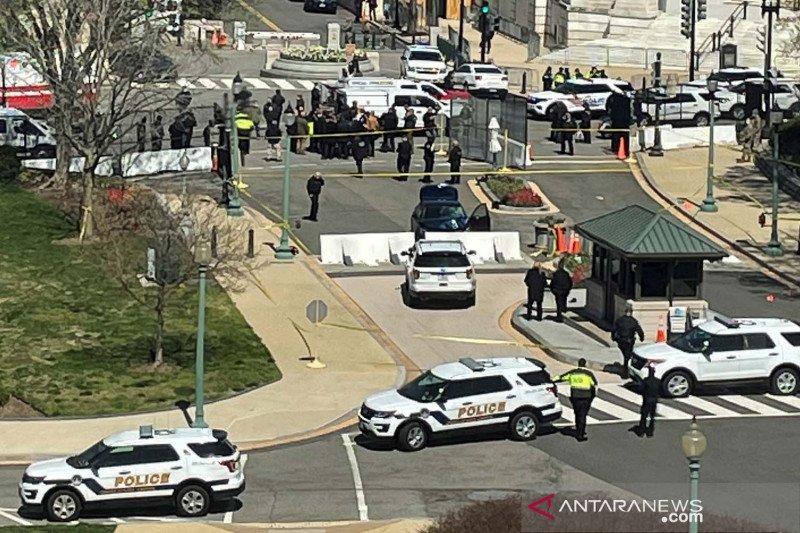 Terobos barikade Gedung Capitol AS, pengemudi mobil ditembak polisi