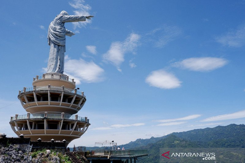 Wisata religius Patung Tuhan Yesus Memberkati