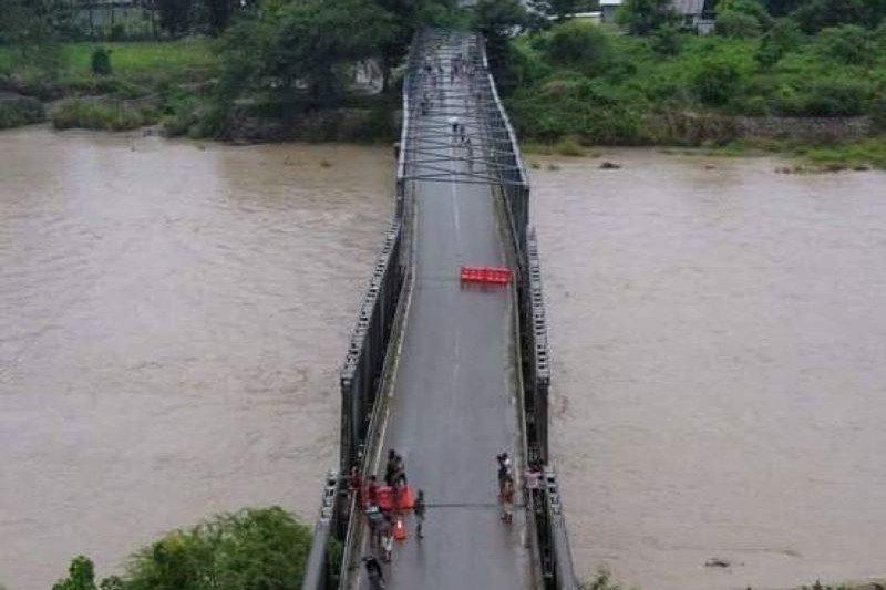 Jembatan Benenai dekat perbatasan RI-Timor Leste miring akibat banjir
